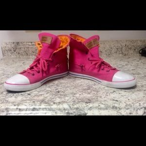 Size 7 Pink Levi's Convertible Hi-Lo Sneakers.